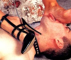 Tittenfolter brutale Tit Hanging